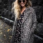Leoparditakkinen tyttö
