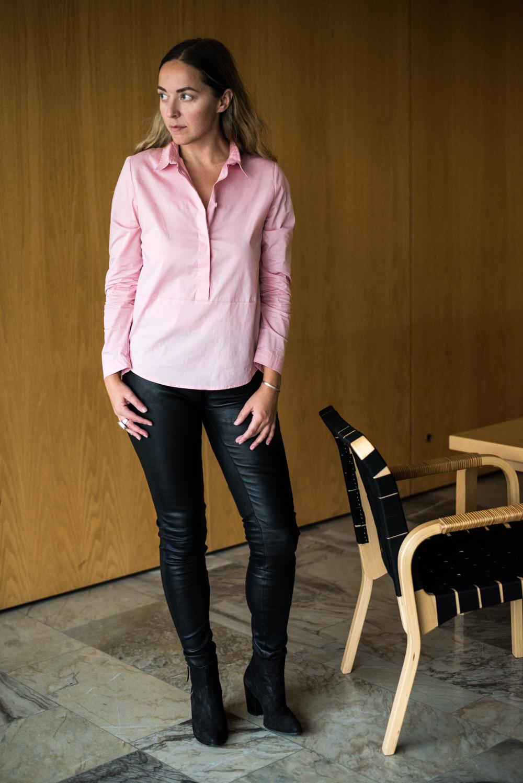 Suoralinjainen Kappas-paitapusero osui silmiin vaaleanpunaisen värinsä  ansiosta c5afc35789